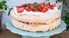 #recept #jordgubbstårta #jordgubbar #strawberries Dessert Recipes, Desserts, Tiramisu, Tart, Cheesecake, Ethnic Recipes, Food, Tailgate Desserts, Deserts