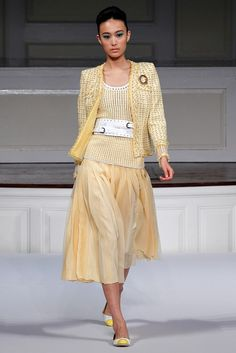 Oscar de la Renta Spring 2011 Ready-to-Wear Fashion Show - Shu Pei Qin