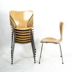 Fritz Hansen Series 7 - 3107 'Butterfly chair' by Arne Jacobsen