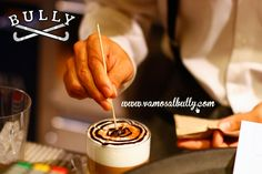 Empezar el día con uno de estos cafés con leche hechos con tanto cariño por manu en el #vamosalbully #Donostia #SanSebastian si que es empezar bien el día Vienes a desayunar?