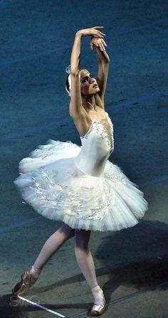 Алина Сомова Лебединое озеро, Alina Somova. ✯ Ballet beautie, sur les pointes ! ✯ Ballet Poses, Dance Poses, Ballet Dancers, Contemporary Dance, Modern Dance, Ballerina Tutu, Ballet Barre, Pretty Ballerinas, Ballet Photography