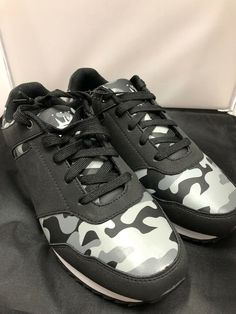 bf1b2c5d0606 Mens Flying Deer Casual Shoe Gray Brand New Size 9