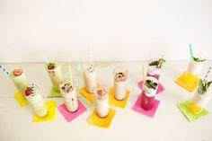 sommerparty deko ideen farbige erfrischende getränke
