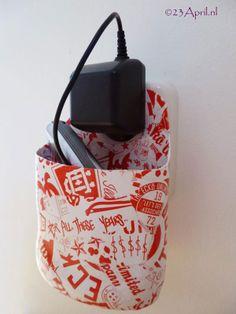 Ook leuk om met de p@k&pl@k techniek te maken: een telefoon-oplader-houder. Origineel om voor iemand te maken als persoonlijk cadeau!