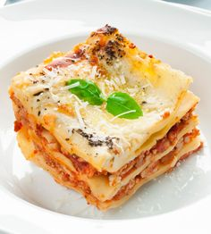 Traditional Italian Easy Lasagna (Lasagna Facile) | Enjoy this authentic Italian recipe from our kitchen to yours. Buon Appetito!