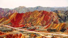 Rainbow Mountains i Kina. Enten er det bildet vilt photoshoppa, eller så er stedet utrolig fint.