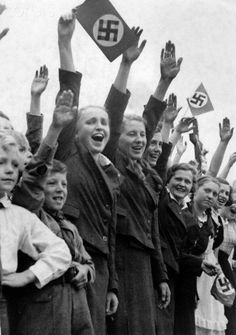 Occupation of Czechoslovakian territories by the German Wehrmacht after the Munich Agreement on 30 September 1938. The National Socialist propaganda text on 2 October 1938: 'The invasion of the German troops in Sudetenland. The youth of Hainspach held on tirelessly; over and over they welcomed the German soldiers with enthusiastic cheers.' Photo: Berliner Verlag/Archiv