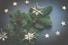 Vánoční pozadí na plochu Christmas Wreaths, Christmas Decorations, Christmas Ornaments, Holiday Decor, Homemade Decorations, Blue Christmas, Christmas Photos, Christmas Eve, Christmas Gifts
