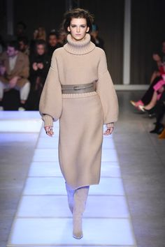 https://www.vogue.com/fashion-shows/fall-2018-ready-to-wear/les-copains/slideshow/collection