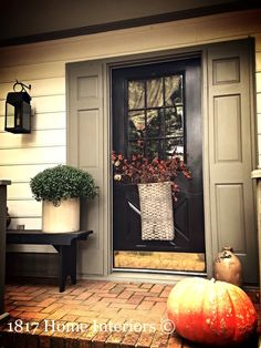Cooperative revamped contemporary porch design Sign me up Front Door Porch, Front Door Decor, Front Doors, Front Porches, Entryway Decor, Autumn Decorating, Porch Decorating, Colonial Decorating, Decorating Ideas