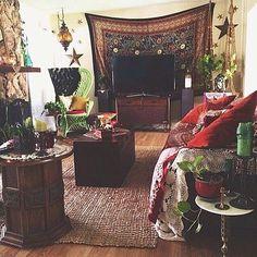 Why do i not already live here more decorazioni gypsy, decorazione bohemién My Living Room, Home And Living, Living Spaces, Hippie Living Room, Bohemian Living, Bohemian Decor, Boho Chic, Gypsy Decor, Room Decor For Teen Girls