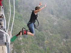 What& it like jumping from the World& tallest natural bungee jump in South Africa? Check out the video, photos, and surprising feeling of jumping. Nepal Mount Everest, Rock Climbing Gear, Hang Gliding, Bungee Jumping, What Is Like, Outdoor Camping, South Africa, Traveling By Yourself, African