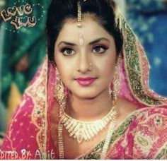 Divya Bharti Beautiful charming and sexy Indian Bollywood Actress, Beautiful Bollywood Actress, Most Beautiful Indian Actress, Beautiful Actresses, Vintage Bollywood, Top Celebrities, Indian Celebrities, Female Actresses, Indian Actresses