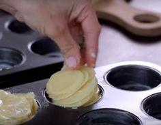Hun skærer kartofler i skiver og finder muffinsformene frem - resultatet er… Food N, Good Food, Food And Drink, Yummy Food, Danish Food, Tapas, Cooking Tips, Meal Planning, Side Dishes