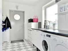 Rymlig känsla och högt i tak i Torekov från Myresjöhus Laundry Room Inspiration, Vintage Laundry Room, Room Inspiration, Vintage Laundry, Laundry Storage, Pantry Design, Washing Clothes, Room Accessories, Living Room Designs