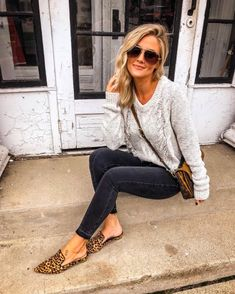 I love how basic and easy this outfit is and the flair that the details add. Summer Outfits Women, Fall Winter Outfits, Autumn Winter Fashion, Spring Outfits, Trendy Outfits, Cute Outfits, Fashion Outfits, Crazy Outfits, Woman Outfits