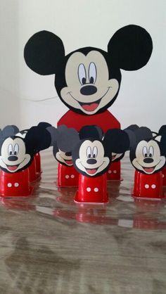 Mickey mouse danoontje met chocola voor de juffen.