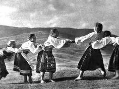 Sága krásy - Slovak folk music. A dze idzeš Helenko.
