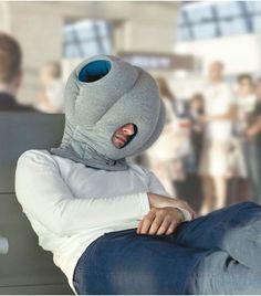 Le coussin Autruche révolutionne la sieste! Il permet de s'endormir n'importe où!