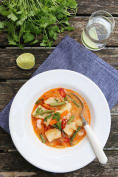 THAISUPPE MED TORSK, REKER OG KORIANDER | TRINES MATBLOGG Thai Red Curry, Nom Nom, Ethnic Recipes, Foods, Cooking, Food Food, Food Items