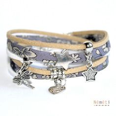 Bracelet liberty et suédine - tissu japonais motif floral fleurs - gris beige blanc - breloques métal argenté