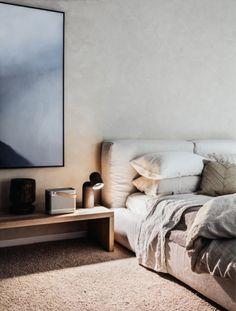 neutral bed linen - bondi beach apartment | photo felix forest