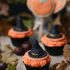 Happy Hallowe'en!! 🎃🍁🍂 Great weather here for trick or treating - have fun!! X