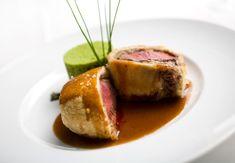 Gordon Ramsay er berømt for sine Beef Wellingtons men nu kan du selv imponere dine gæster, med denne lækre opskrift på mini Beef Wellingtons.