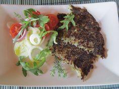 I roesti sono frittelle di sole patate, un piatto completo con un'insalata colorata http://cucinaresuperfacile.com/?p=978