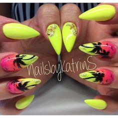 My new Nails🌴💛🌴 #new#nails#notd#neon#nägel#nailart#nailedit#nailporn#nailshop#butterflynails#berlin#beauty#nailswag#nailcolor#handpainted#nailsofig#naildesign#nailjunkie#nageldesign#fingernailart#fingernageldesign#nailartclub#nailpromote#nailstagram#instanails#nailsoftheday#nailsbykatrins#stiletto#summernails#stilettonails