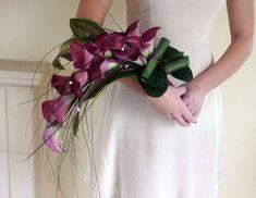 purple calla lilies and green wedding bouquet Pink Rose Bouquet, Cascade Bouquet, Orchid Bouquet, Purple Calla Lilies, Calla Lily, Purple Wedding, Floral Wedding, Gold Wedding, Long Stem Flowers