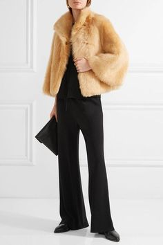 The Row - Warner Cropped Shearling Coat - Sand
