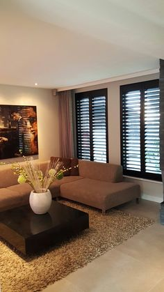 Zwarte shutters in de living met een grote lamel. Living Room Decor Brown Couch, House Design, Living Room Modern, Home Decor Trends, Living Room Decor, House Styles, House Interior, House Interior Decor, Living Room Design Modern