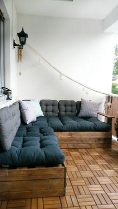 Endlich Wochenende und endlich wieder sommerliches Wetter :-) Und endlich kann ich unser DIY-Outdoor Sofa nutzen. Eine Woche messen, sägen, schrauben und meckern haben sich gelohnt :-) Auf 2,00 x 1,60 m lässt es sich bequem chillen! In diesem Sinne wünsche ich euch ein schönes Wochenende :-)