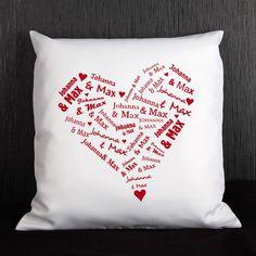 Ein tolles Kissen mit einen aus Namen bestehenden Herz bedruckt. Das Geschenk für viele Anlässe z.B. Valentinstag, Hochzeit, Geburtstag oder Weihnachten um nur einige zu nennen.