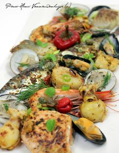 Parrillada de la mer à la plancha Grilled Seafood, Fish And Seafood, Vegetable Salad, Vegetable Pizza, Look And Cook, Cuisine Diverse, Salty Foods, Teppanyaki, Spanish Food