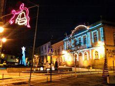 Boa noite :D A Praça Municipal de Arcos de com o pinheiro de Natal do Arcas em destaque junto ao Pelourinho