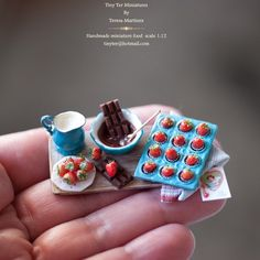 #happyvalentines #valentinesday #lovelylittleminiatures #handmademiniatures #dollhousefood #dollshouseminiatures #minifood #minifoods #miniature #miniatureartist #miniaturist #fimofood #miniaturas #miniaturedollhouse @tinyter.miniatures