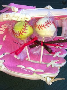 Baseball/ softball cake pops Gonna make these for father's day this year my dad coaches my softball team Softball Birthday Parties, Softball Party, Baseball Birthday, Softball Mom, Delish Cakes, Incredible Edibles, Edible Cake, Cake Decorating Tips, Bake Sale