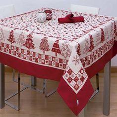MANTEL KLAUS  Mantel con Aplique modelo Klaus que nos presenta la empresa Es-Tela. Estos manteles son ideales para decorar tu mesa durante estas fiestas navideñas tan familiares. Además, es reversible, por lo que parecerá que tengas dos manteles. En el dibujo de estos manteles vemos árboles y motivos navideños decorados.