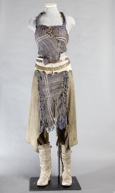 Daenerys Targaryen led a Khalasar across the desert in this costume. #gameofthrones #daenerys #fashion    PHOTO CREDIT: Chasi Annexy Photography