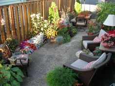 25 Beautiful, Budget Ideas for Patios and Porches Small Outdoor Spaces, Outdoor Rooms, Small Spaces, Outdoor Living Areas, Small Backyard Landscaping, Tropical Landscaping, Backyard Patio, Landscaping Ideas, Patio Ideas