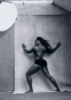 """Famoso por sempre trazer as mais belas e sexies supermodelos do mundo, a edição de 2016 do calendário Pirelli traz desta vez 12 """"mulheres reais"""" e inspiradoras, fotografadas por Annie Leibovitz. No casting, personalidades como a jogadora de tênis Serena Williams, a atrizAmy Schumer, a cantora Patti Smith, a artista Yoko Ono e a atriz chinesaYao Chensão alguns dos nomes eleitos para o calendário lançado nesta segunda (30.11)nos Estados Unidos e já enviado para um número seleto de…"""