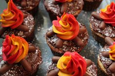 Campfire cupcakes!  finally Alena and I both agree on the cupcake design! lol