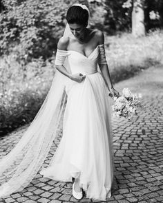 Beautiful bride in Jenny Packham off-shoulder tulle gown from the 2019 Collection! Wedding Dress Crafts, Tulle Wedding, Dream Wedding, Wedding Dresses, Tulle Gown, Jenny Packham, Playing Dress Up, Beautiful Bride, One Shoulder Wedding Dress
