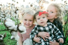 This photo of Alan's little girls is so stinking cute!!