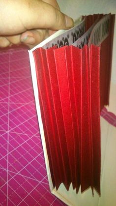 """COMPARTE MOMENTOS: TUTORIAL """" EL RETO DEL ARCHIVADOR"""" Scrapbook Albums, Playing Cards, Organizers, Notebooks, Cartonnage, Manualidades, Scrapbooks, Playing Card Games, Game Cards"""