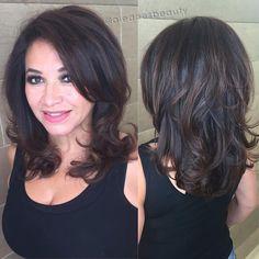 A 🍫🍫🍫 for this hot mama today🔥… Thick Hair Styles Medium, Medium Layered Hair, Medium Hair Cuts, Curly Hair Styles, Volume Haircut, Indian Hair Cuts, Layerd Hair, New Hair Look, Haircuts For Long Hair