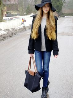 Jeans, sweater and a floppy hat pinjakk.blogspot.com