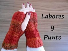 Aprende a tejer unos mitones a juego con gorro en dos agujas - YouTube Knitting Videos, Knitting Projects, Crochet Gloves, Knit Crochet, Crochet Squares, Leg Warmers, Diy Clothes, Fingerless Gloves, Mittens